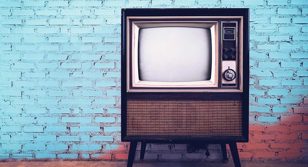 MR2325_Retro-old-television-in-vintage-wall-pastel-color-background
